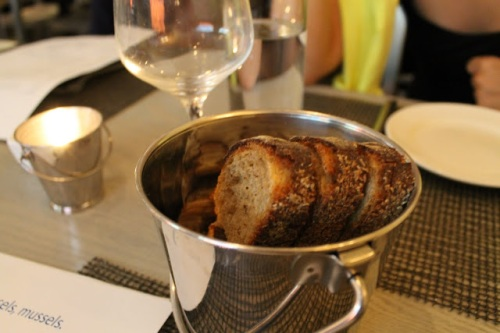 Flex_Mussels_bread